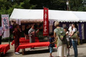 先着100名様にはお抹茶と和菓子のご接待もありました。